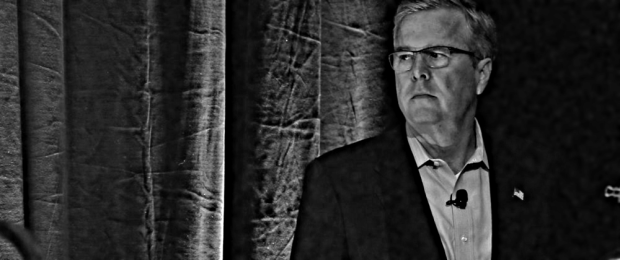 Former Governor of Florida Jeb Bush waits for his introduction at the Iowa Agriculture Summit in Des Moines, Iowa, 7 March 2015. (Photo by Jim Young/Reuters)